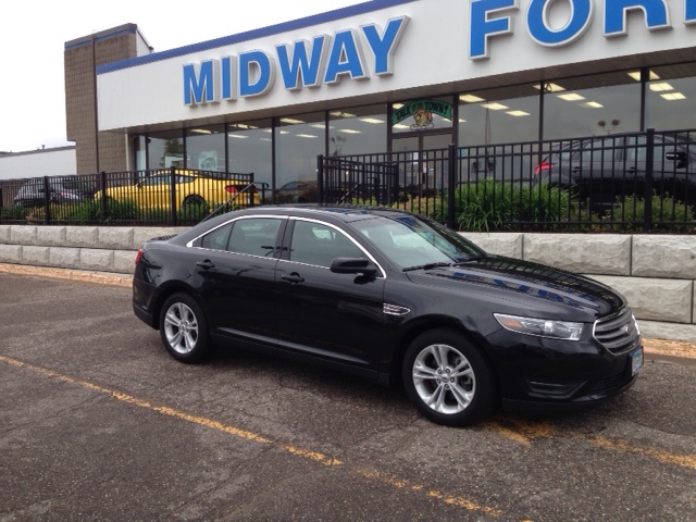 Ford Taurus - Luxury Sedan - Car Rental